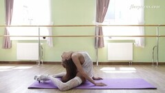 Inessa Sabchak hottest flexible Russian gymnast Thumb